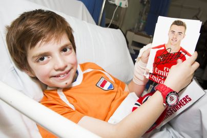 Arsenal players surprise children's ward