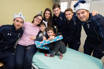 Spurs players visit Barnet Hospital - 2015