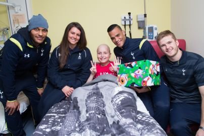 Spurs players visit Barnet Hospital