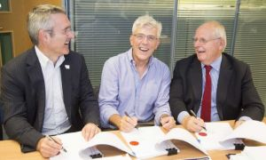 David Sloman (centre) signs contract for pathology joint venture